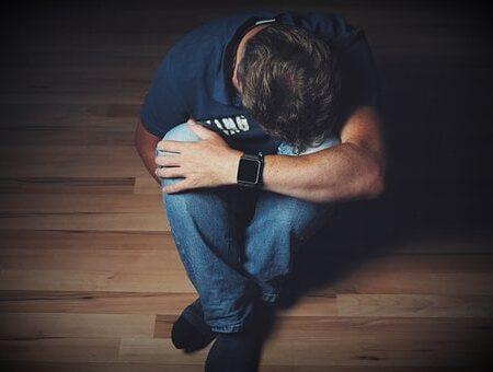 Uczeń z zaburzeniami emocjonalnymi – strategia pracy z dziećmi i młodzieżą dokonującą samookaleczeń, z tendencjami samobójczymi