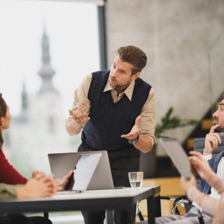 Język perswazji w sprzedaży  – strategie i techniki wywierania wpływu na ludzi